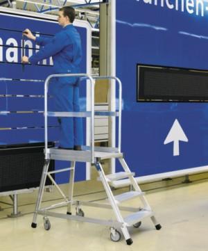 Escalera de plataforma ruedas con muelle i for Escaleras zarges
